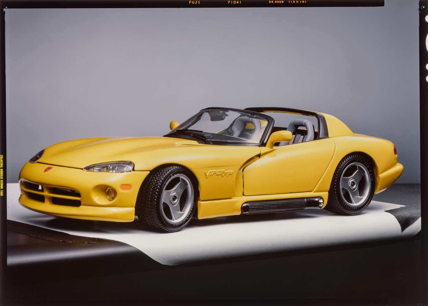 Bburago 3025 color variant Dodge Viper RT10 slide