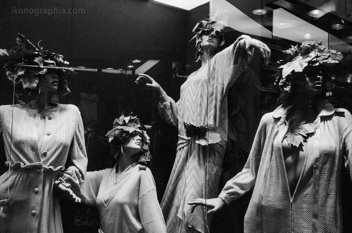 Mannequins in Rome, November 1978. From Plastic Girls Series by Roberto Bigano