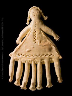 """Seven legs doll. (Pippia a setti cambas """"bambola a sette gambe"""