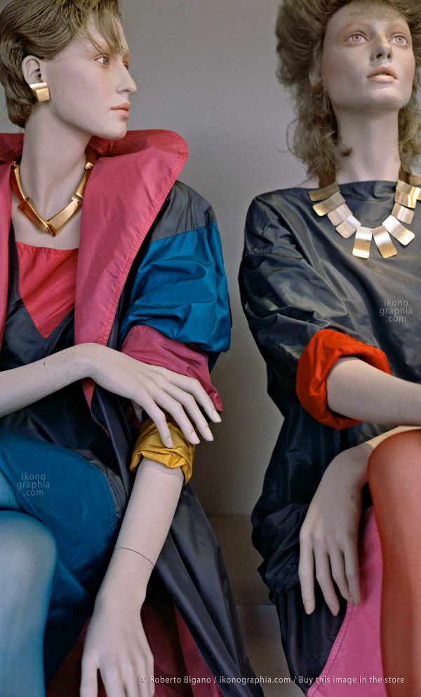 "August 1982 - Rodeo Drive, Beverly Hills, California. - From ""Plastic Girls"" series. Photo Roberto Bigano."