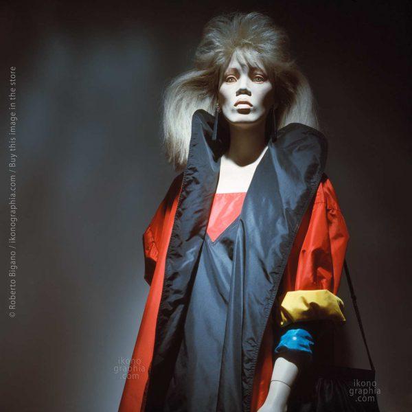 """August 1982 - Beverly Hills, California. - From """"Plastic Girls"""" series. Photo Roberto Bigano"""