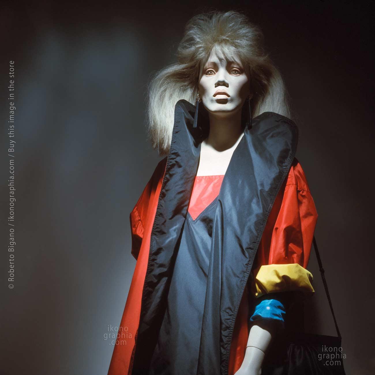 """August 1982  -  Beverly Hills, California.  -  From """"Plastic Girls"""" series.Photo Roberto Bigano"""