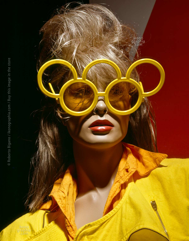 "August 1984  -  Santa Monica Blvd. Los Angeles, California  -  From ""Plastic Girls"" series. Photo Roberto Bigano."
