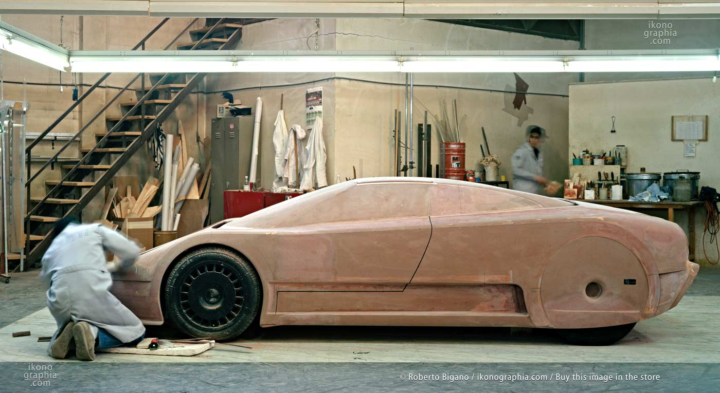 1937_37 The last refinements to the wooden model of the Bugatti EB110 at Campogalliano. Photo by Roberto Bigano. Buy this image in the ikonographia.com store.