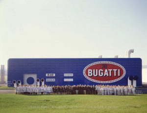 The entire staff of Bugatti Automobili gathered for the official photo in front of the futuristic Development Building. Photo Roberto Bigano. Buy this image in the ikonographia.com store.