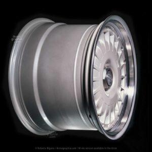 The Bugatti Eb 110 rear wheel. Photo Roberto Bigano. Buy this image in the ikonographia.com store.